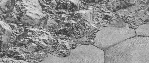 La limite de la plaine Spoutnik. Crédit NASA