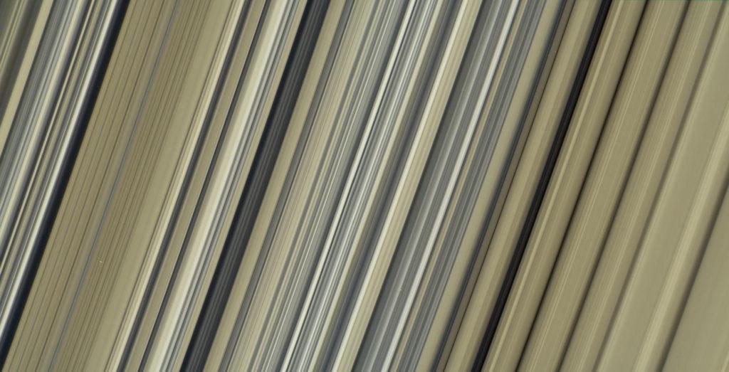 Les anneaux de Saturne en couleurs