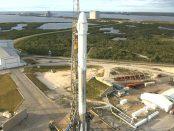 Falcon 9 et une capsule Dragon