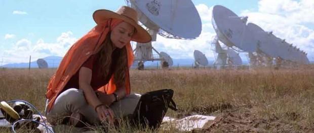 Jodie Foster dans Contact, elle utilise le VLA pour trouver une civilisation extraterrestre. @Warner Bros.