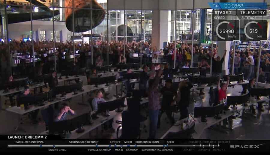 Explosion de joie au centre de lancement de SpaceX