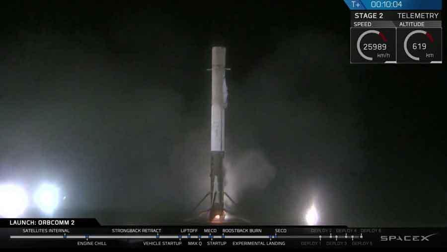 Le premier étage de la fusée en train de se poser