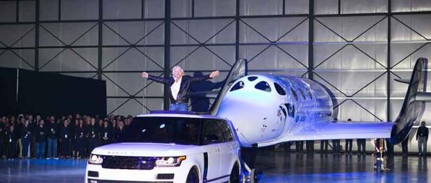Richard Branson fait le show. Crédit Virgin Galactic