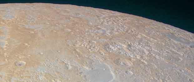 Les canyons gelés de Pluton