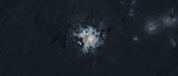 Les couleurs ont été rehaussées pour accentuer les contrastes. Crédits: NASA/ JPL/ DLR