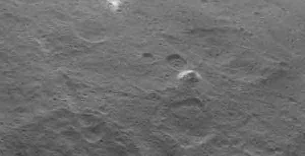 Après les taches blanches, la découverte d'une montagne a surpris tout le monde. Crédit NASA/ JPL