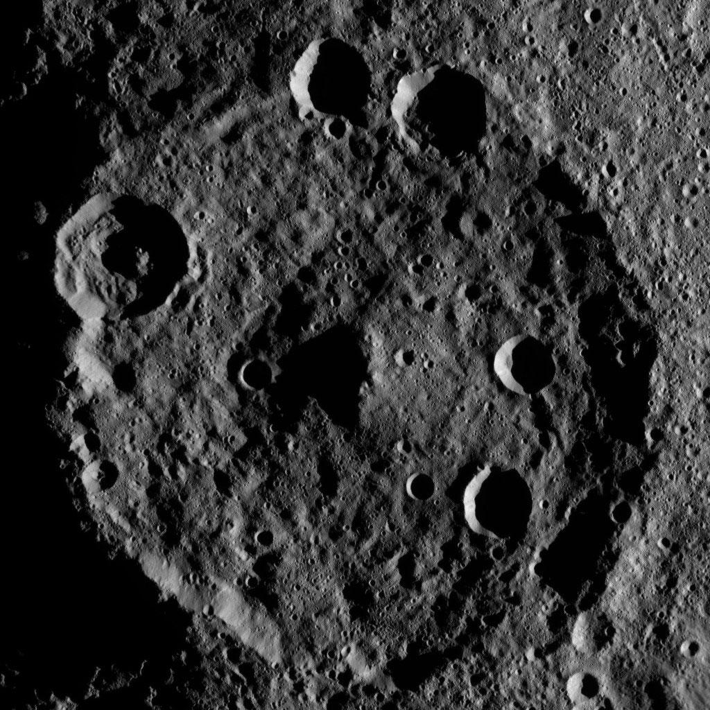 Zadeni Crater