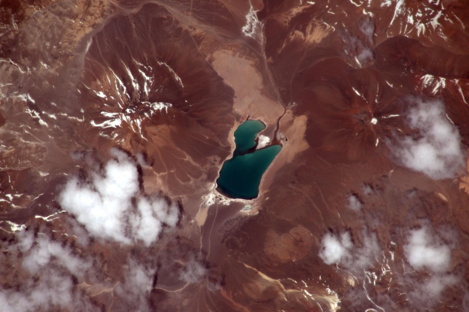 Un lac dans les Andes