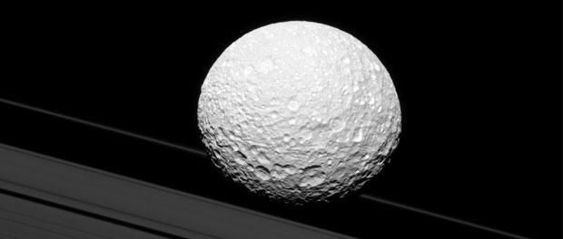 Mimas et les anneaux