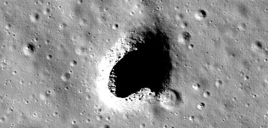 Une grotte sur la Lune