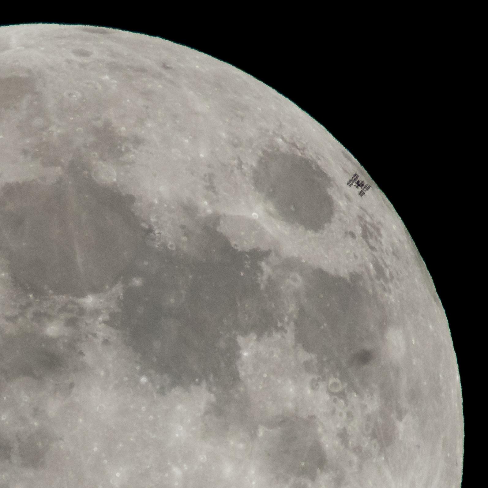 L'ISS devant la Lune