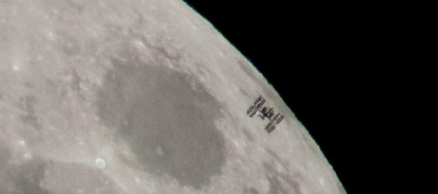ISS devant la lune