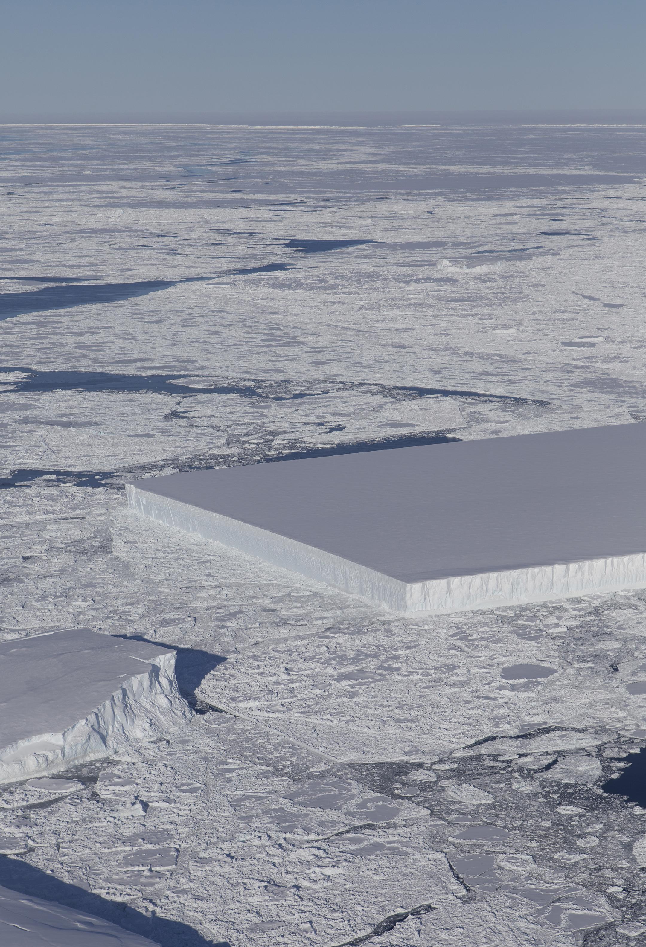 deux icebergs rectangulaires
