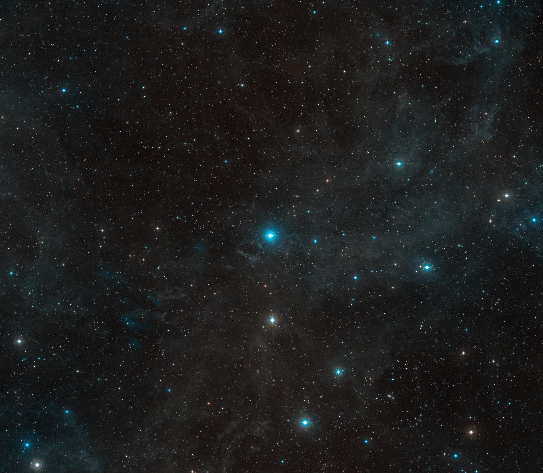 La périphérie de l'étoile HR 8799