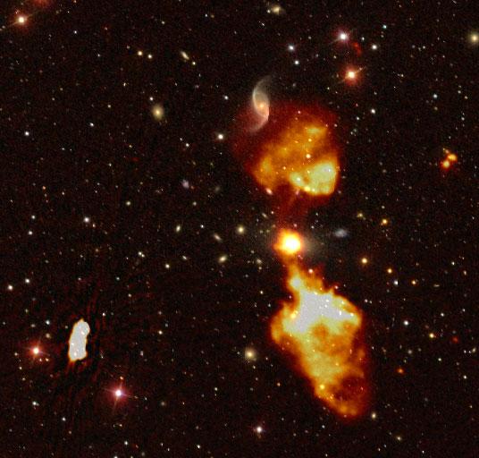 Une galaxie radio superposée sur une image optique du ciel