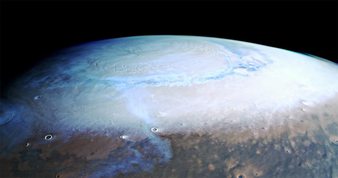 Du pôle Nord au pôle sud de Mars par la sonde Mars Express