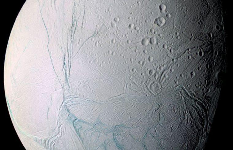 Les fissures d'Encelade expliquées