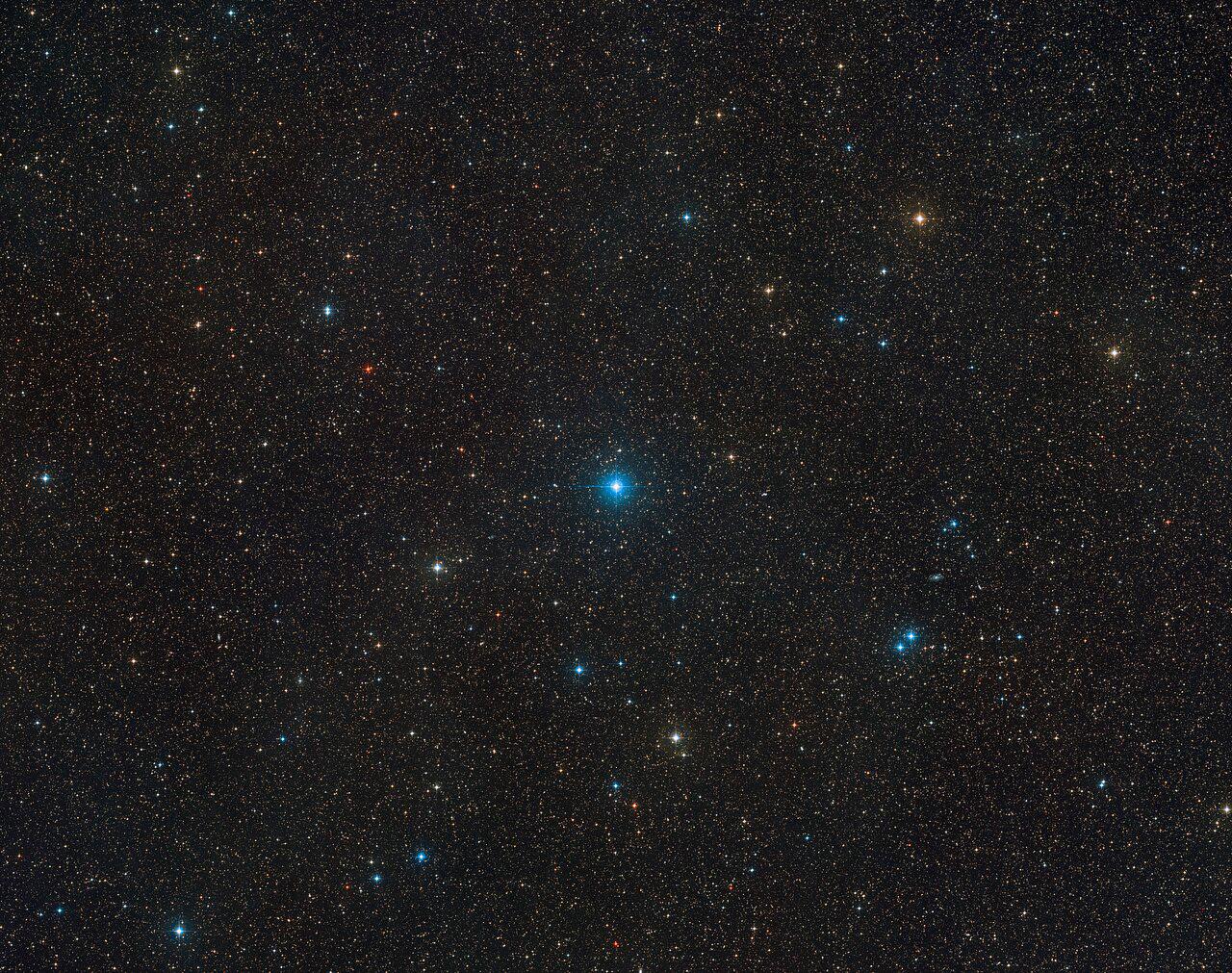 Vue à grand champ de la région du ciel qu'occupe HR 6819