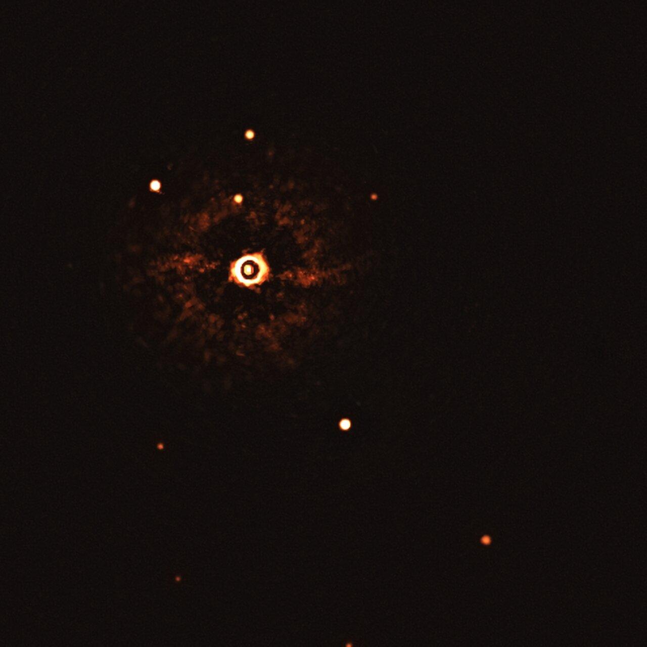 Toute première image d'un système multi-planétaire autour d'une étoile de type Soleil