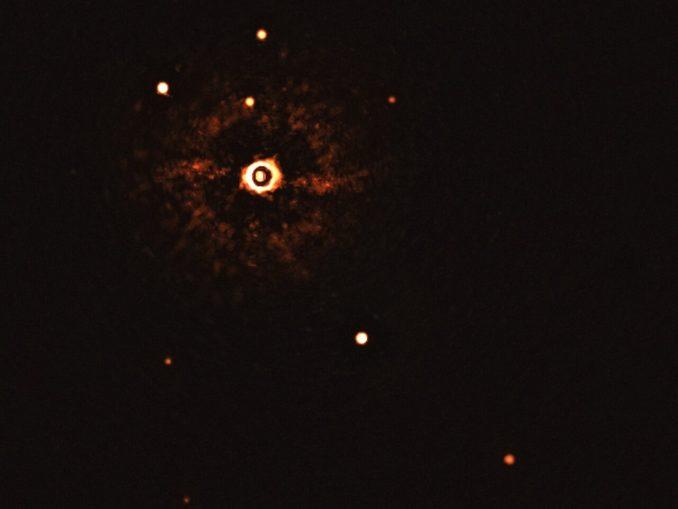 Première image d'un système planétaire autour d'une étoile de type Soleil