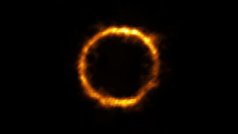 Image de SPT0418-47 obtenue grâce à une lentille gravitationnelle