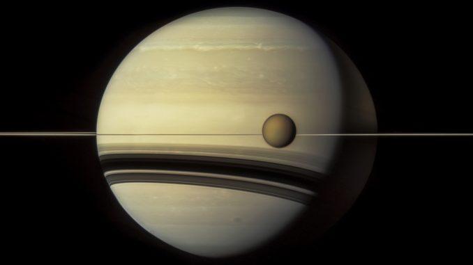 L'inclinaison de Saturne expliquée par ses Lunes, en particulier Titan